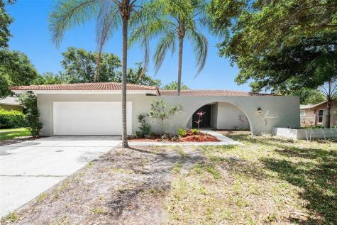 2677 Clubhouse Drive N Clearwater FL 33761