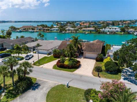 320 Belle Isle Avenue Belleair Beach FL 33786