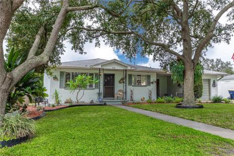 1376 Pine Street Clearwater FL 33756
