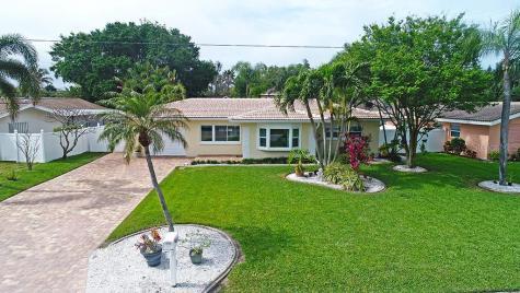 122 8th Street Belleair Beach FL 33786